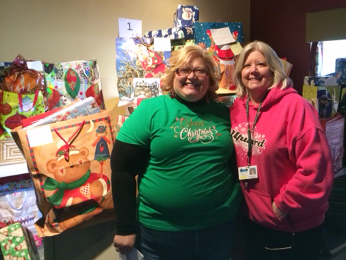 organizations provide christmas assistance in schools posted on 12172014 lynn staggs and gloria anderson - Christmas Assistance 2014
