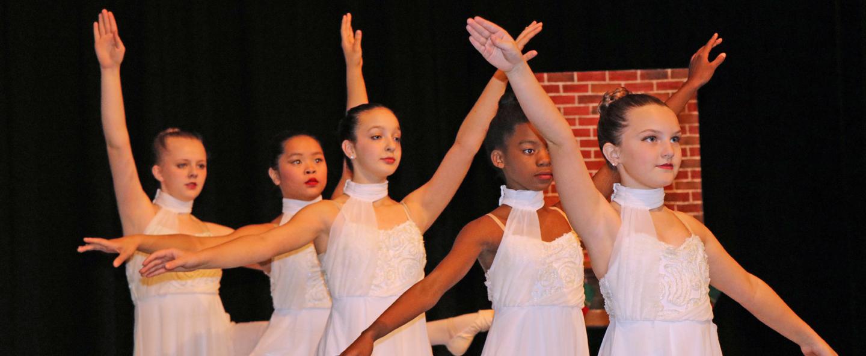 Hendersonville Ballet students dancing